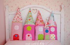 Kissen in Form eines Hauses, 100% Baumwolle, verfügbar in verschiedenen Grössen. Ideal als Deko für Kinderzimmer. Andere Farben verfügbar.