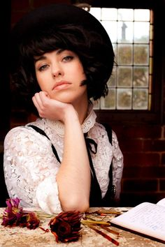 Kimbra- Amazing live performer. Don't miss her.