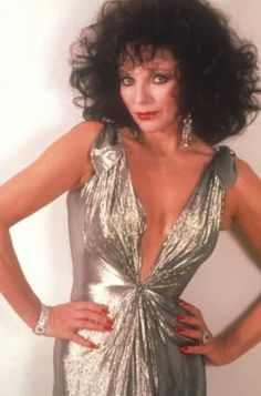 Today's edition of DYNASTY Pix is obviously all about Joan Collins. I'll be sharing with you several HQ promo pics for Joan as her DYNASTY. Disco Fashion, 80s Fashion, Look Fashion, Fashion Tips, Good Girl, Alexis Carrington, Der Denver Clan, Dame Joan Collins, Hollywood Fashion