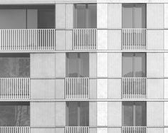 Die vorgeschlagene Bebauung des Mythen-Hofsbietet einen im Innern der Siedlung liegenden öffentlichen Raum, der dem Ort Ibach eine sicht- und nutzbare Identität verleiht und in dessen Mitte eine Wasserfläche sowie ein Pavillonbau mit öffentlichen Nutzungen zusätzliche Qualität bieten. Die um …