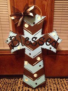 DIY painted cross door hanger Hand Painted Crosses, Wooden Crosses, Wall Crosses, Mosaic Crosses, Cross Door Hangers, Burlap Door Hangers, Wooden Crafts, Diy And Crafts, Cross Paintings