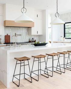 Kitchen Island Decor, Modern Kitchen Island, Kitchen Island With Seating, Modern Kitchen Design, New Kitchen, Large Kitchen Island Designs, Kitchen Cabinets, Modern Kitchens With Islands, White Appliances In Kitchen
