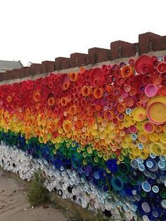 letmypeopleshow: Great future in plastics: 'When. NPR - Great future in plastics: 'When the Beach Met the Bay,' a public-art mural of bottlecaps collected by kids in Long Beach, New York, for Project Vortex with artist Lisa Be. Graffiti, Land Art, Bottle Top Art, Arte Elemental, Instalation Art, Recycled Art Projects, Art From Recycled Materials, Plastic Art, Plastic Recycling