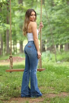 Best Women Jeans Denim Jeans For Girls Mens Camo Pants Mens Designer Jeans Jeans Denim, Sexy Jeans, Skinny Jeans, Cut Jeans, Cute Country Outfits, Cute Outfits, Style Cowgirl, Cowgirl Jeans, Western Jeans