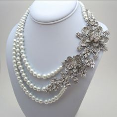 "Stunning 5.7"" Bouquet Flower Rhinestone Crystal Necklace"