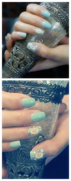 Mint green retro nail