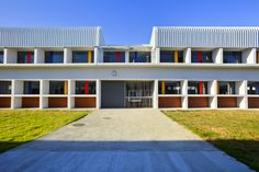 Northpine Technical High School - exterior facade Landscape Architecture Design, School Design, Schools, Facade, High School, Exterior, Urban, Mansions, House Styles