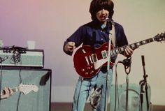 I love everything about this picture. His posture, the hair, the fact you cannot see his eyes due to his hair framing his face so well, etc. John Lennon Beatles, The Beatles, Richard Starkey, Love Is Everything, Les Paul Standard, Love Me Do, Best Friends For Life, Sad Day, Classic Rock