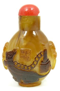 CHINESE CARVED GREENSTONE SNUFF BOTTLE