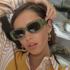 New fashion trends and outfits for teens and young women in spring and summer 2019 Round Lens Sunglasses, Cute Sunglasses, Sunglasses Women, Sunnies, Sunglasses Accessories, Womens Fashion Online, Latest Fashion For Women, Fashion Women, Devon Carlson