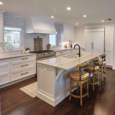 Open Kitchen And Living Room, Home Decor Kitchen, Kitchen Interior, New Kitchen, Kitchen Ideas, Kitchen Design Open, Kitchen Cabinet Design, Kitchen Layout, Pantry Design