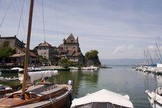 Yvoire: dorp met uitzicht over het meer van Genève ***** | Dorpen in Frankrijk Yvoire, Opera House, Road Trip, Vans, Building, Travel, Alps, Viajes, Road Trips