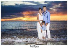 www.rightframe.net – Oahu family portrait photography at Ko'Olina, Hawaii. honolulu, family, photography, beach, portrait, portraits, ideas, idea, waikiki, honolulu, hawaii, hawaiian, couple, families, photo, pictures, photos, pose, holiday, vacation, poses, posing, session, kids, kid, sunset, Koolina, Ko olina, Ihilani hotel, secret beach.