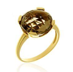 MILANO 14 Ref: 223322 Sortija realizada en oro amarillo. Un cuarzo fumé, engastado por cuatro garras planas, es el centro de la pieza.