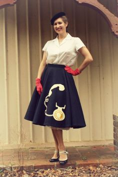 Just in case anyone wants to have a go at their own telephone applique skirt , I thought I'd share the template I created for the shapes. 70s Inspired Fashion, 1950s Fashion, Vintage Inspired, Vintage Fashion, Vintage Style, Swing Dance Dress, Full Skirts, Circle Skirts, Applique Skirt