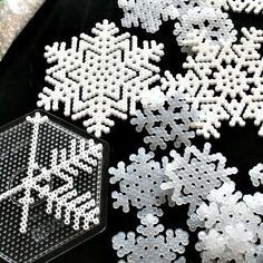 DIY Hama beads snowflakes, by Karlssons Kludeskab -directions not in English but it looks pretty self explanatory. Christmas Present Decoration, Cute Christmas Presents, Christmas Crafts For Kids To Make, Christmas Love, Diy Crafts For Kids, Craft Ideas, 3d Paper Snowflakes, Snowflake Craft, Pixel Art Noel