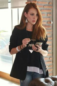 Elçin Sangu - Black Jacket and Jeans sexy redhead girls Turkish Fashion, Turkish Beauty, Gorgeous Redhead, Cool Outfits, Fashion Outfits, Redhead Girl, Sexy Jeans, Turkish Actors, Celebs