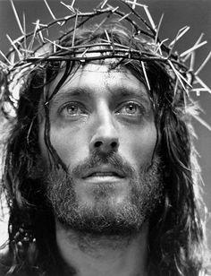 Robert Powell - as Jesus『ナザレのイエス』 Jesus Tattoo, Pictures Of Jesus Christ, Religious Pictures, Religious Tattoos, Religious Art, Croix Christ, Christus Tattoo, Image Jesus, Sainte Therese