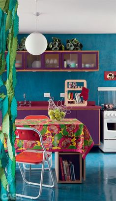Love this kitchen :) #purple #kitchen #turquoise