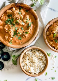 This Lighter Butter Chicken is aneasy recipe that's full of savory flavor with warm spices-it's packed with tender chunks of chicken simmered in a creamy spiced sauce! No one will believe it's not take-out! Ww Recipes, Skinny Recipes, Chicken Recipes, Healthy Recipes, Dinner Recipes, Recipe Builder, Tomato Gravy, Tomato Sauce, Ginger Sauce