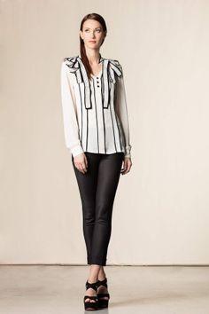 #Camicia fiocco con dettagli a contrasto bianco. #cavalliclass #white #black #perfectdress #perfectoutfit #shoponline #shop