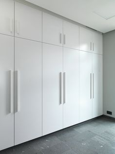 The cabinets are covered in white high-gloss paint. Wall Wardrobe Design, Wardrobe Door Designs, Bedroom Closet Design, Bedroom Furniture Design, Home Room Design, Bedroom Wardrobe, Closet Designs, Home Decor Furniture, Furniture Dolly