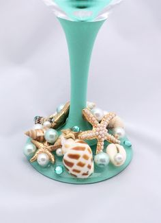 🐚Cheers to our new Sea Breeze Product Line!🌊 Enjoy 20 oz. of whatever your heart desires in this truly gourmet wine glass. Carefully placed starfish, pearls, rhinestones and sea shells create this masterpiece, or dare we say, Centerpiece. Youre sure to draw some attention using this glass! Please remember:  Everything in our shop is handmade, Our products do NOT belong in the dishwasher. Handmade = hand wash! Use a soft, damp/soapy towel to wipe clean and rinse gently.  Our products are…