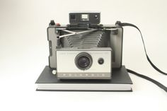 Check out this item in my Etsy shop https://www.etsy.com/listing/236870706/vintage-polaroid-land-103-film-camera