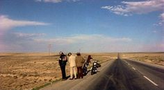 Easy Rider Dennis Hopper) Road trips can prove to be revelatory experiences, whether in subtle manner or unexpectedly bold . The Best Films, Great Films, Peter Fonda Easy Rider, Thelma Et Louise, 1969 Movie, Sick Boy, Dennis Hopper, Indie Films, Paris Texas