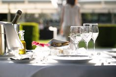 Summer at Beau-Rivage Palace Hotel Beau Rivage, Palace, Alcoholic Drinks, Table Decorations, Glass, Summer, Home Decor, Summer Time, Decoration Home