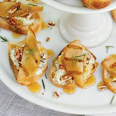 Gorgonzola Grilled Pear Crostini