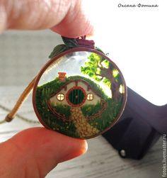 """Купить Кулон """"Дом хоббита"""" - зеленый, кулон, полимерная глина, эпоксидная смола, средиземье, хоббит"""