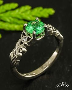 #Trinity knots and vines twist and turn in this beautiful #Irish inspired #EngagementRing. #GreenLakeJewelry