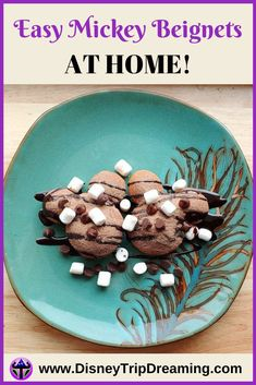 disneyland food Want to up your Disney dessert game? You can make these super easy beignets at home using the same mix sold at the park! Disney On A Budget, Disney Planning, Disney Diy, Disney Food, Disneyland Secrets, Disneyland Food, Disney Hotels, Disney Trips, Disney Desserts