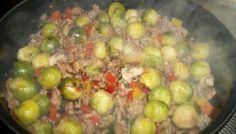 Spruitjes roerbakschotel met gehakt,paprika en champignons