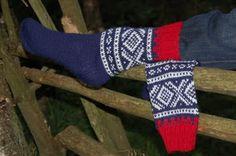 Gustav & Berta: Sokker med marius mønster Fingerless Gloves, Arm Warmers, Knitting Patterns, Socks, Fashion, Knit Patterns, Fingerless Mitts, Moda, Fashion Styles