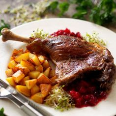 Uda gęsie wolno pieczone z rozmarynem, czosnkiem i wędzoną papryką Pot Roast, Pork, Food And Drink, Beef, Baking, Ethnic Recipes, Kitchen, Chicken, Christmas Meals