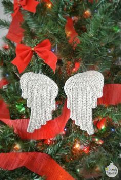 Free Tiny Angel Wings crochet pattern by SimplyCollectibleCrochet.com | Perfect…