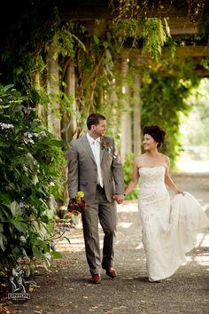 Beautiful wedding photos at UBC Botanical Garden, Vancouver, BC by Union Photographers