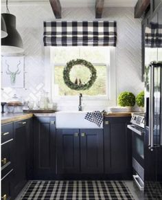 Gold kitchen cabinets rose gold and black decor large size of small kitchen gold kitchen decor Black Kitchen Cabinets, Black Kitchens, Home Kitchens, Rustic Kitchens, Kitchen Black, White Cabinets, Classic Kitchen, New Kitchen, Kitchen Decor