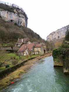 Le village de Beaume les Messieurs : A lire : fr.wikipedia.org/wiki/Baume-les-Messieurs