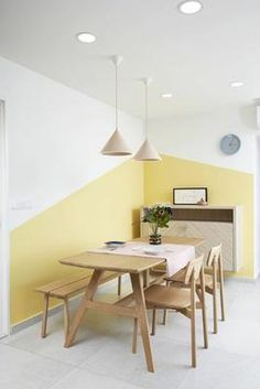 Do you need new decor for your room but your budget is low? Try to paint your walls creatively! Think about boring white walls as a blank canvas that is waiting for you and your color! Rare and unique wall color ideas are often based on simple shapes and Creative Wall Painting, Room Wall Painting, Creative Walls, Wall Painting Colors, Simple Wall Paintings, Fall Paintings, Room Colors, Wall Colors, Bedroom Wall