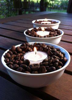 décoration photophore en grains de café et bougies chauffe-plat