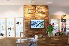 Vergoldetes Firmenlogo vom Atelier Alina Cesár Lawrence Alma Tadema, Painting Techniques, Flat Screen, Atelier, Company Logo, Paint Techniques, Mural Painting, Wall Design, Printing