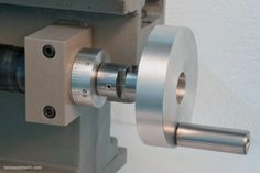 Lathe leadscrew handwheel showing the disengageable feature
