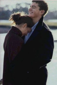 I LOVE Joey and Pacey!!! Come back Dawson's creek!!!