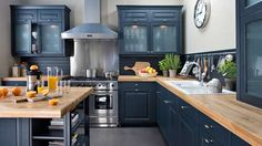 Such a pretty kitchen. Go to: www. Such a pretty kitchen. Go to: www.fr/… Such a pretty kitchen. Go to: www. Kitchen Renovation, Black Kitchens, Kitchen Remodel, Home Kitchens, Country Style Kitchen, Blue Kitchens, Blue Kitchen Cabinets, Kitchen Interior, Kitchen Inspirations