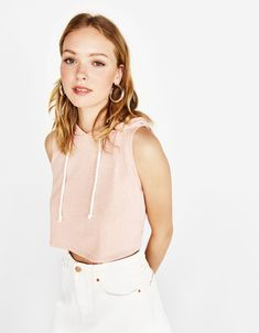 Sleeveless sweatshirt - Bershka #fashion #product #pink #cool #trend #trendy #outfit #girl #girly #sleeveless #sweatshirt #hooded #hoodie #cropped #sudadera #rosa #capucha
