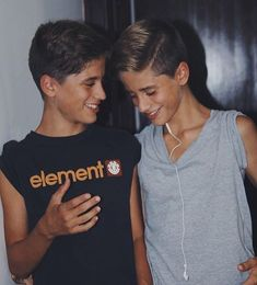 Emilio//I laugh showing you this picture of my twin and I at the age of Cute 13 Year Old Boys, Young Cute Boys, Cute Teenage Boys, Soo Young, Martenez Twins, Cute Twins, Cute Gay Couples, Cute Couples Goals, Beautiful Boys