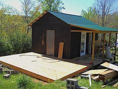 How To Build A Mortgage-Free Small House For $5,900 - http://www.ecosnippets.com/diy/how-to-build-a-mortgage-free-small-house-for-5900/